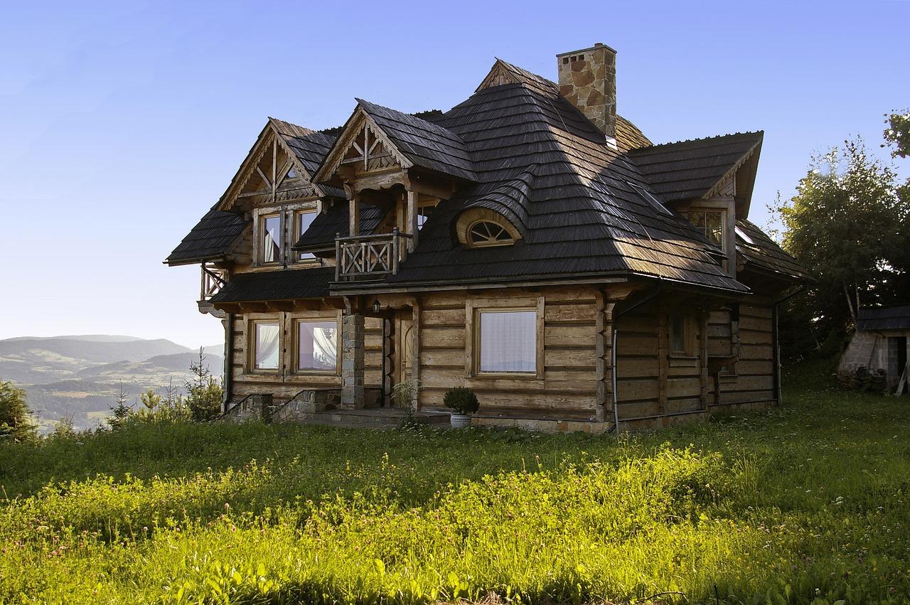 Budujesz dom z bali i zastanawiasz się nad jego dachem?